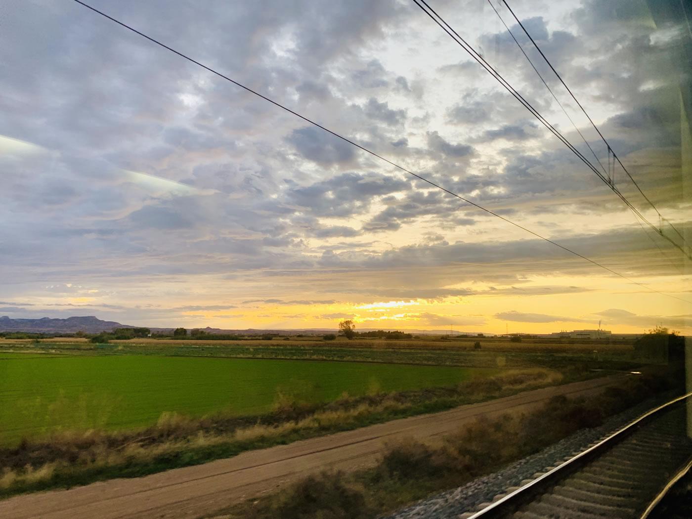 Amanecer desde el tren